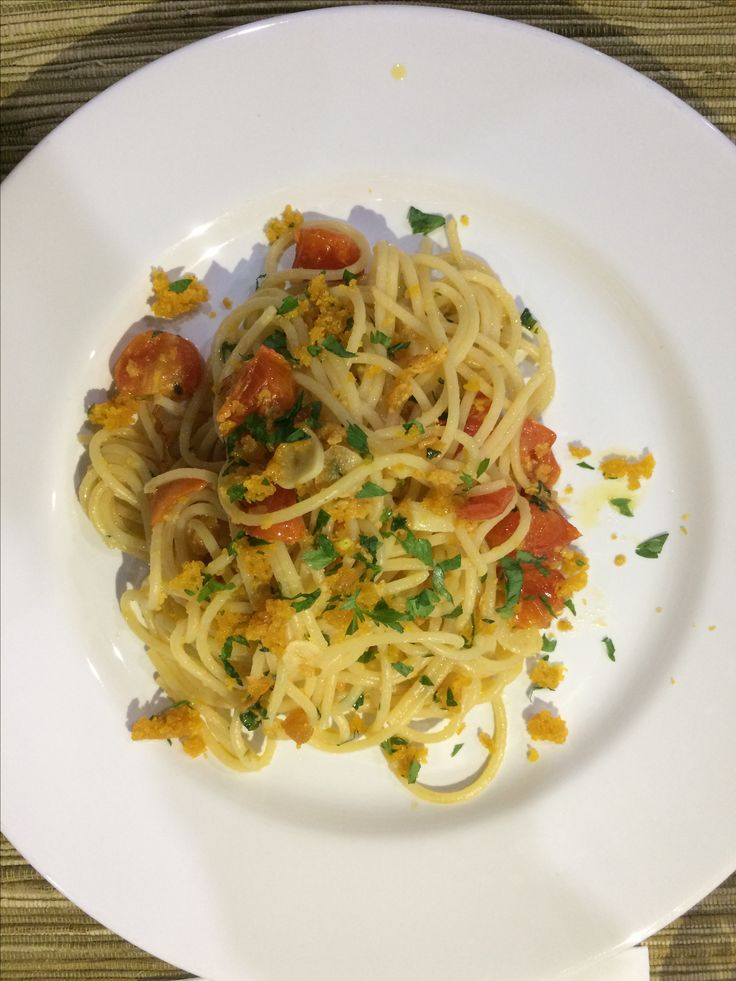Bottarga spaghetti with lemon zest Spaghetti con bottarga con scorza di limone