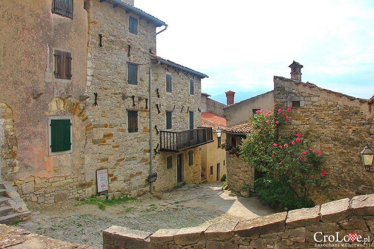 Uliczka w Hum http://crolove.pl/hum-najmniejsze-miasto-swiata/  #hum #chorwacja #croatia #hrvatska