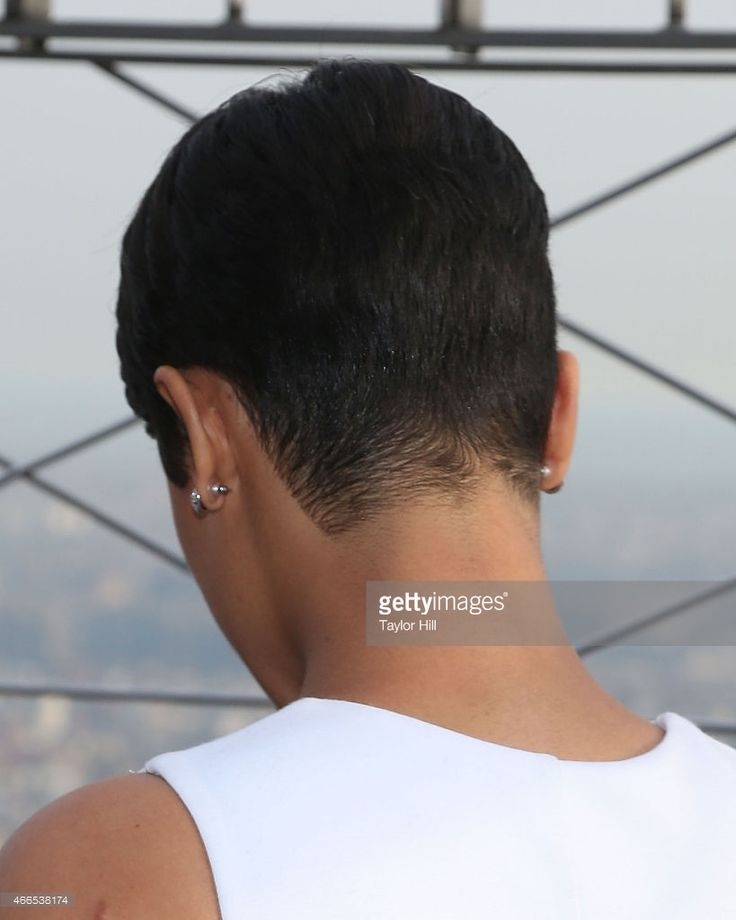 actress-grace-gealey-hair-detail-visits-the-empire-state-building-on-picture-id466538174 (819×1024)
