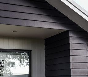 A dark weatherboard exterior featuring James Hardie Linea #jameshardie #lineaweatherboard #traditionalexterior