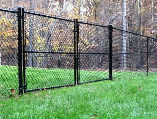 Here S An Extra Tall Black Chain Link Fence Black Chain Link Fence Chain Link Fence Gate Chain Link Fence