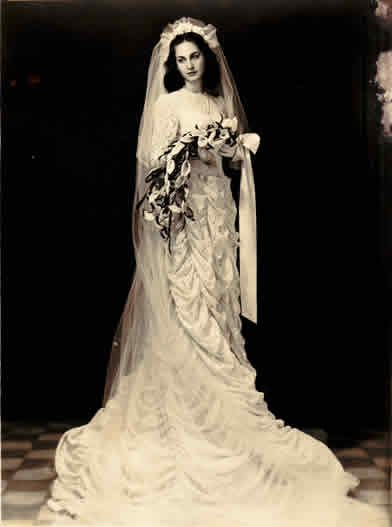 Iraqi bride 1940s.  My how things have regressed.