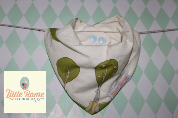 Little Rome's super absorbent 100% Organic cotton and bamboo pleated dribble bibs. Musical Woodlands. One size. 0-5 years