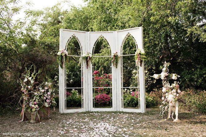 Hochzeitshintergrund …… .Ich mag! Töpfe Rosen auf jeder Seite. Hmmm.   – CLEAN EATING