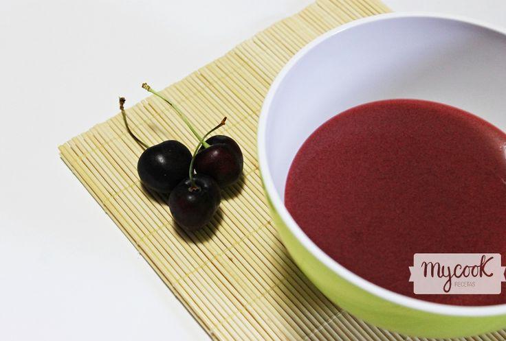 Gazpacho de cerezas - http://www.mycookrecetas.com/gazpacho-de-cerezas/