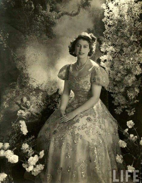 Королева Елизавета II – ранние фотографии 1940 годов
