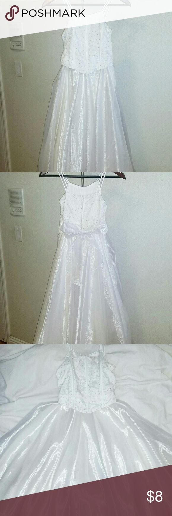 White Children's Dress Size 10 White children's dress size 10. Perfect for pageants, birthdays, weddings, holiday parties, etc. Top is decorated with floral patterns and glitter. Dress is long and flares out when spun in circle. Dresses