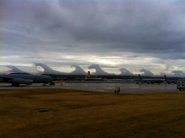 Kelvin-Helmholtz Clouds over Birmingham, Alabama/ yesterday 12-16-2011: Waves Cloud, Sea Waves, Clouds, Birmingham Alabama, The Ocean, Ocean Waves, Rolls, The Waves, Kelvin Helmholtz