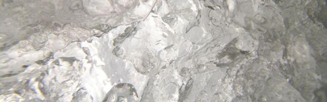 Afrimning af fryser og rengøring af fryser - Se vores guide til, hvordan du nemt rengøre og afrimer din fryser og får styr på din fryser. Klik på forsidefotoet med is og læs vores store guide.