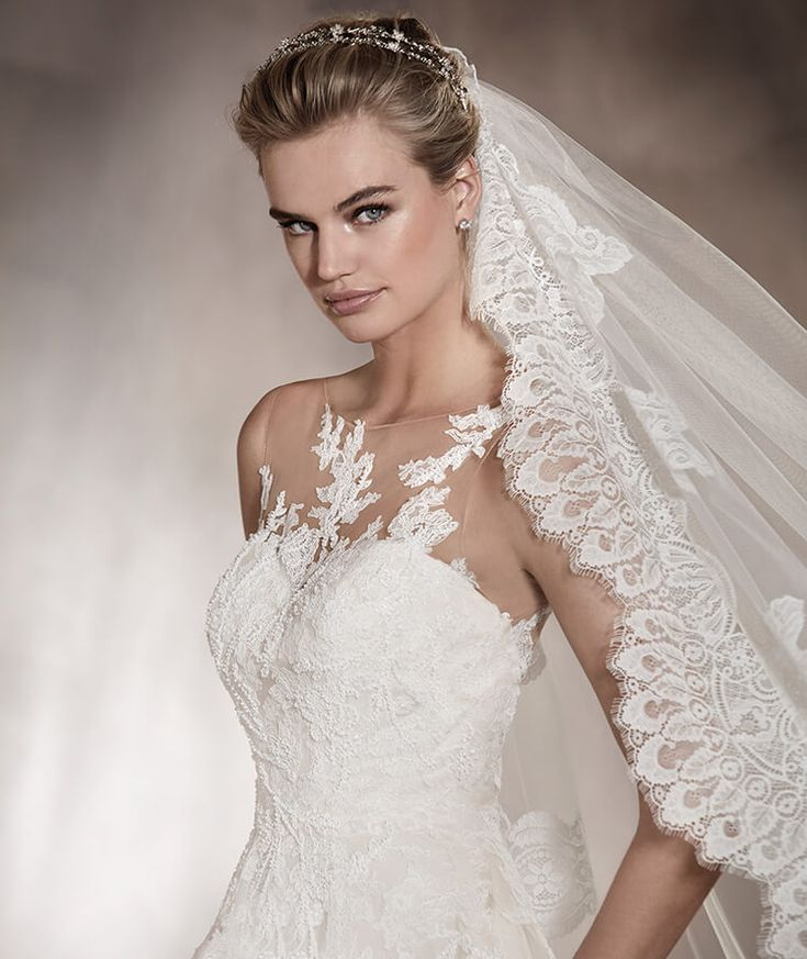 Pronovias > ANGELICA - Lace and tulle wedding dress with a sweetheart neckline