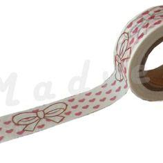 Un masking tape 10 m / washi tape (ruban adhésif) motif coeurs roses et noeuds 1.5cm x 10m