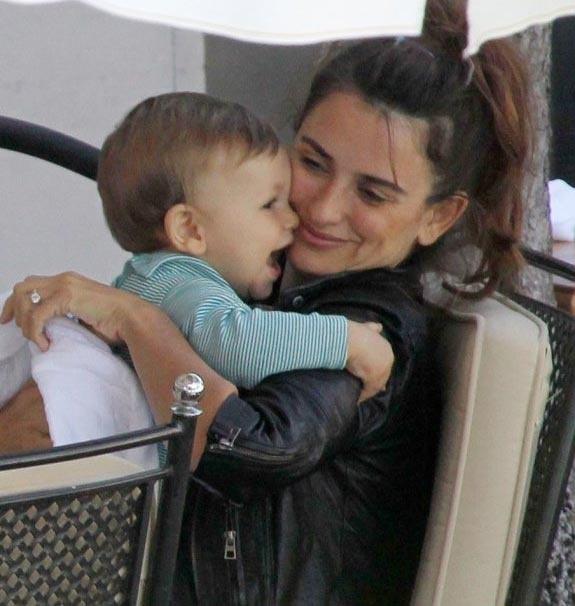 Penelope Cruz and her son Leonardo #GotItFromMyMama