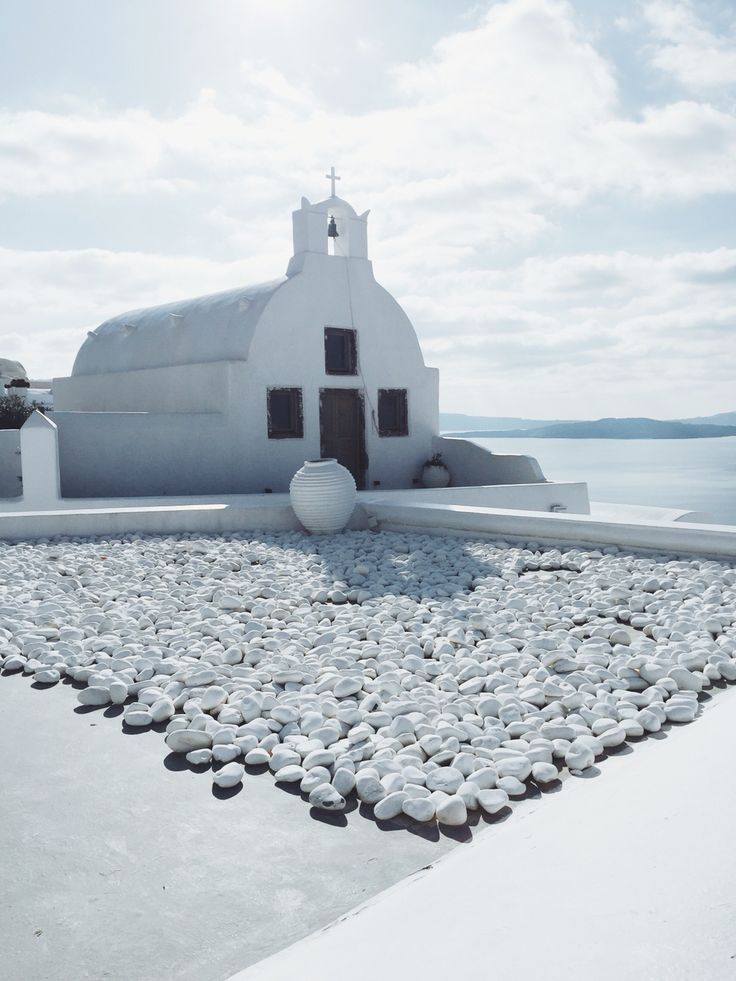 Oía - Santorini, Greece // all white everything
