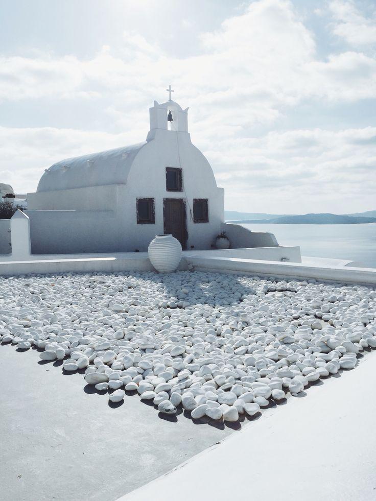 Oía - Santorini, Greece // all white everything