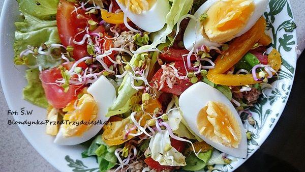 Dzień 19 śniadanie; Sałatka z tuńczykiem i jajkiem ~ Blondynka przed trzydziestką
