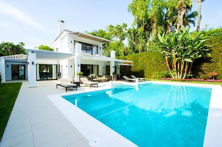 Espectacular vivienda en #Marbella #terraza #diseño #verano2015 #ceramica #exterior #piscina #swimmingpool #summer2015 #tiles #fliesen