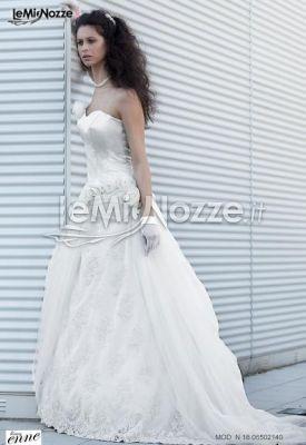 http://www.lemienozze.it/operatori-matrimonio/vestiti_da_sposa/silwa_sposa/media/foto/22  Abito da sposa con dettagli in pizzo sulla gonna