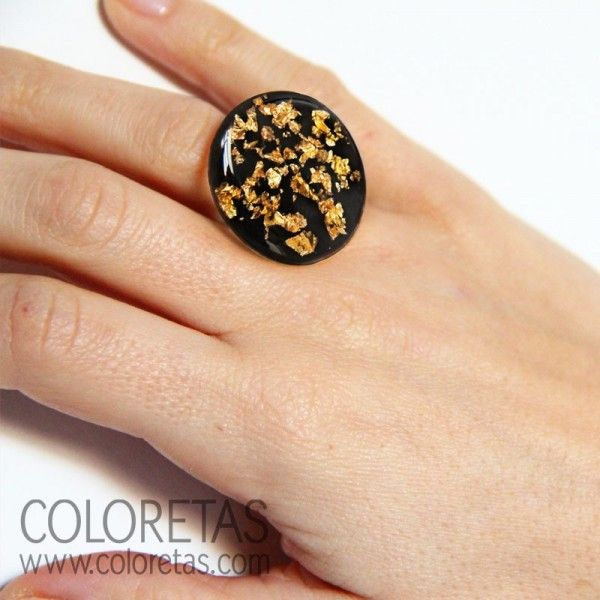 Golden Flakes black  ring with resin ring available in two measures (6 & 8) - Anillo chispas negro con aro en resina disponible en dos medidas (6 y 8)