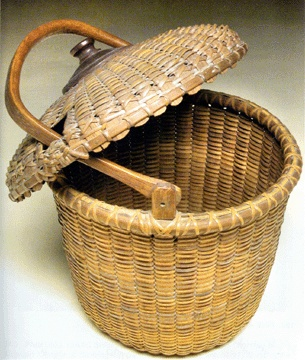 Nantucket basket with a captured lid