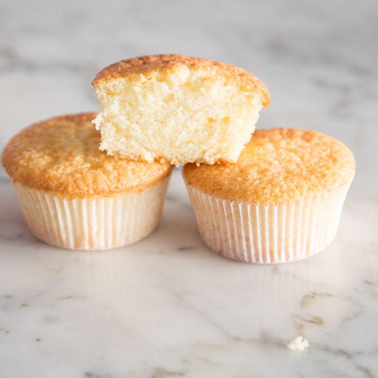 Der Cupcake ist die kleine, zarte Schwester des groben Muffin-Bruders. Für die superfluffige, feine Textur sorgt Speisestärke.