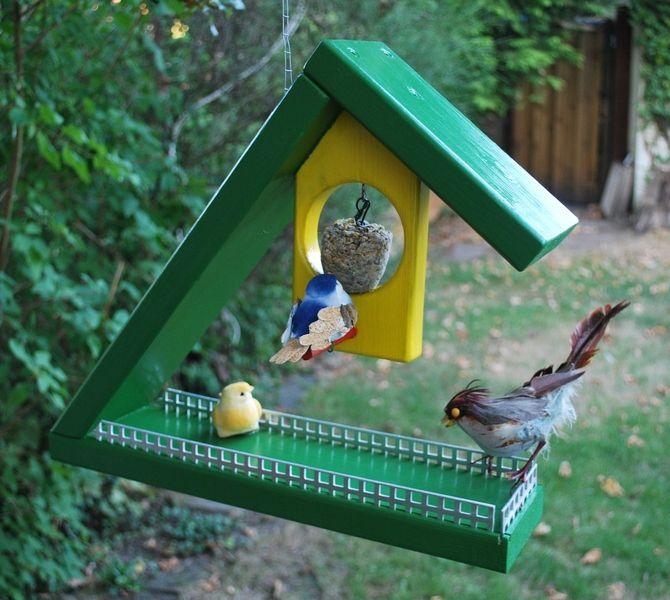 Nistkästen & Vogelhäuser - Vogel-Futterhaus aus Holz - ein Designerstück von HolzArts bei DaWanda
