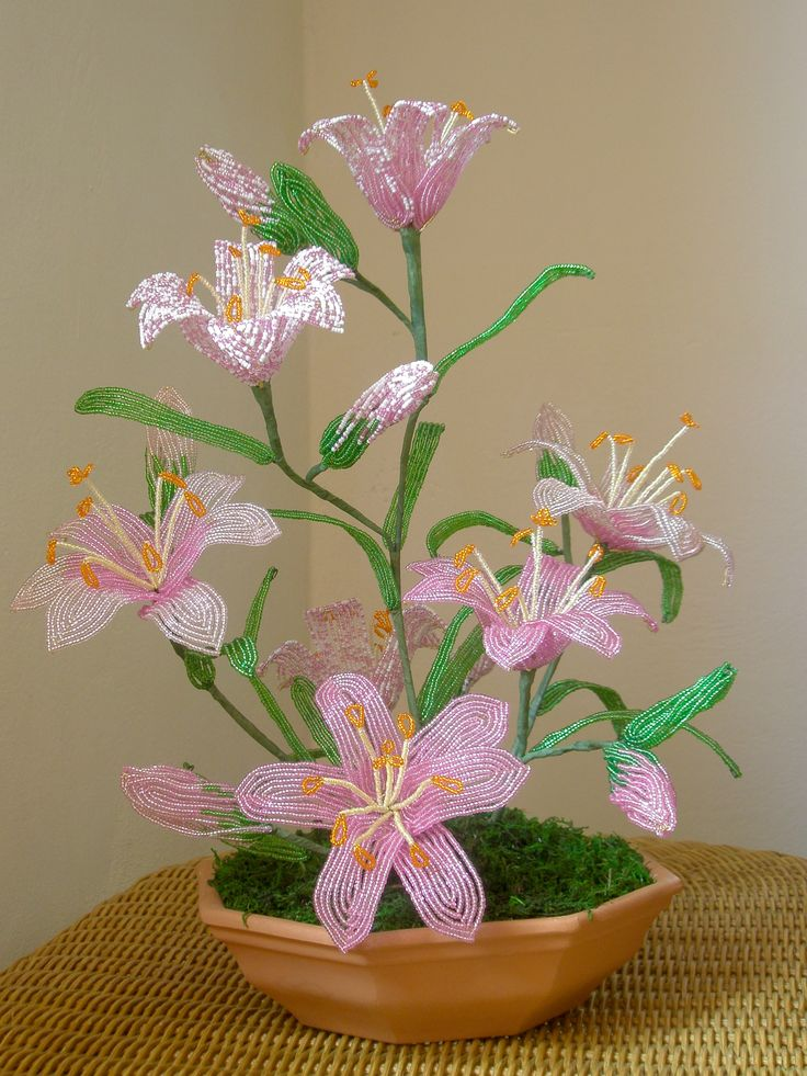 Composizione di lilium in perline-beaded flowers Lily