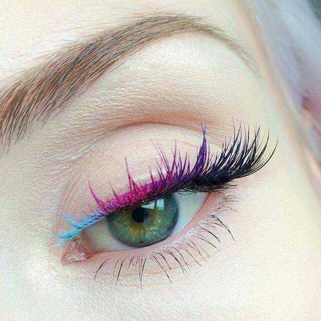 what a cool aye makeup, three color eyeliner and matching mascara, blue mascara and eyeliner, purple mascara and eyeliner, navy blue mascara and eyeliner,