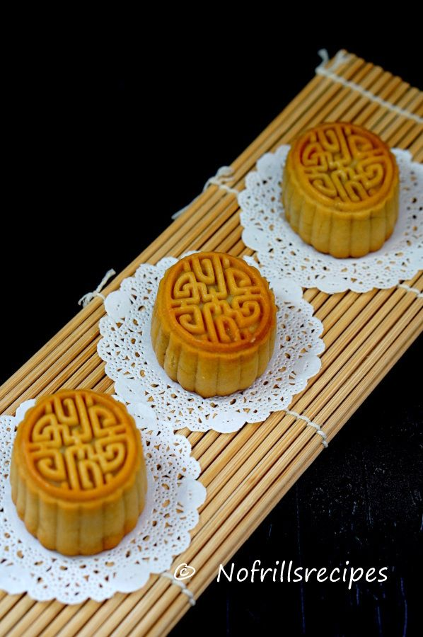 Baked Mini Mooncakes With Homemade Yam Filling No Waiting Time Required Can Be Consumed On The Same Day Mooncake Recipe Homemade Desserts Christmas Baking