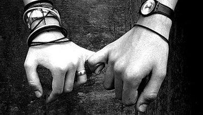 Sai cos'è il migliore amico? Non è quello che ti tagga in tutti i link, che ti scrive tutti i giorni sul tuo diario ma è quello che, anche se non lo senti da settimane, sa che su di te può contare ed è sempre disposto ad ascoltarti. (Antonia Gravina)