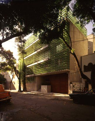 Blown glass detailing:  Hesiodo, Mexico City, Mexico  by: hierve diseneria