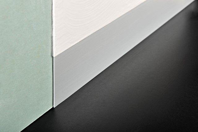 Proskirting Line-plinta subtire din aluminiu potrivita pentru peretii gletuiti sau acoperiti cu produse decorative tip stucco venetiano.