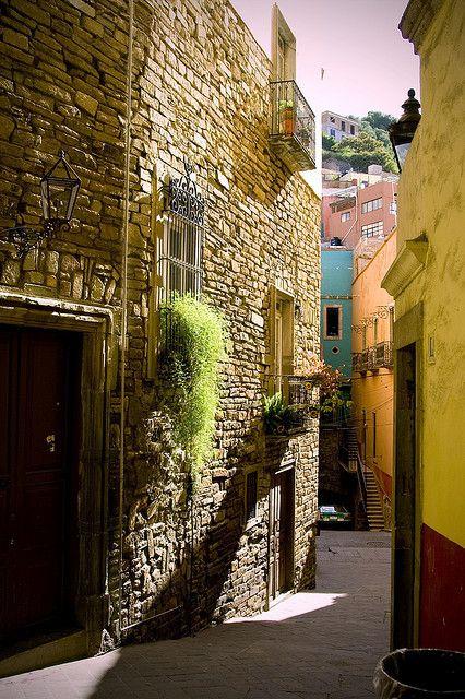 Callejon en Guanajuato, Mexico.