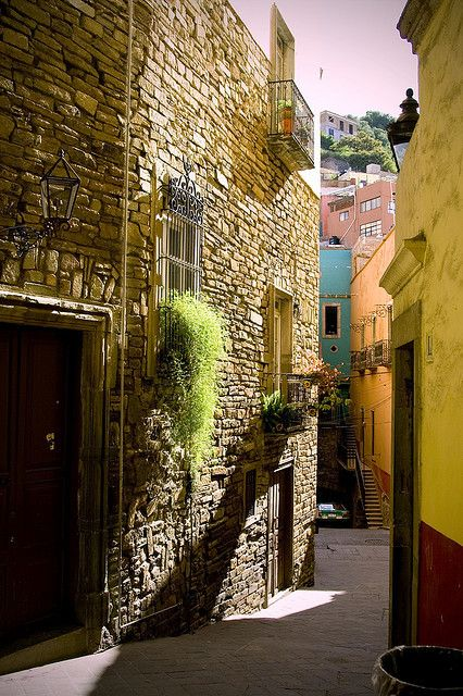 Callejon en Guanajuato, Mexico - I've been there and it is beautiful - HAVE YOU BEEN THERE?  It is time to go again! www.mainlymexican.com #Mexico #Mexican