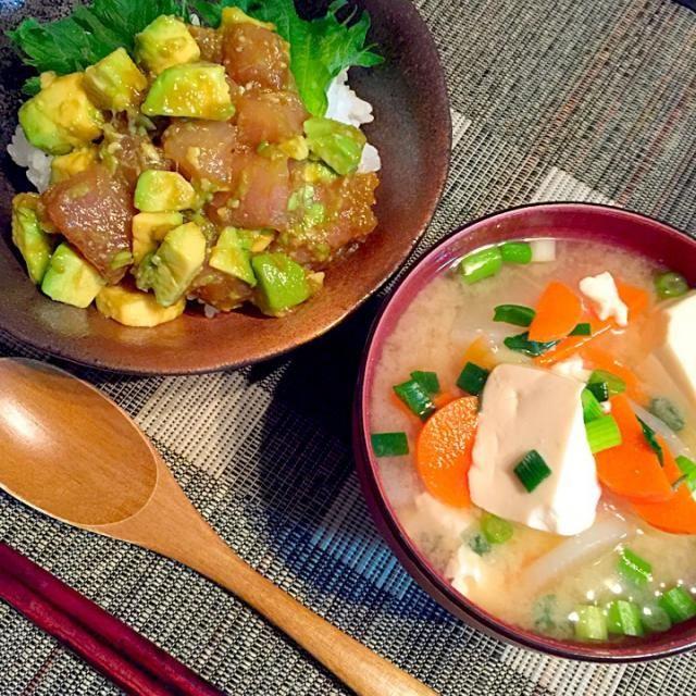 マグロアボカドユッケ丼、大根人参豆腐のみそ汁。 - 26件のもぐもぐ - マグロアボカドユッケ丼。 by titosetosiori