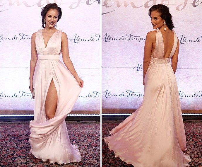 Deslumbrante, Paolla Oliveira esbanja simpatia em look glamuroso (Foto: Inácio Moraes/Gshow)