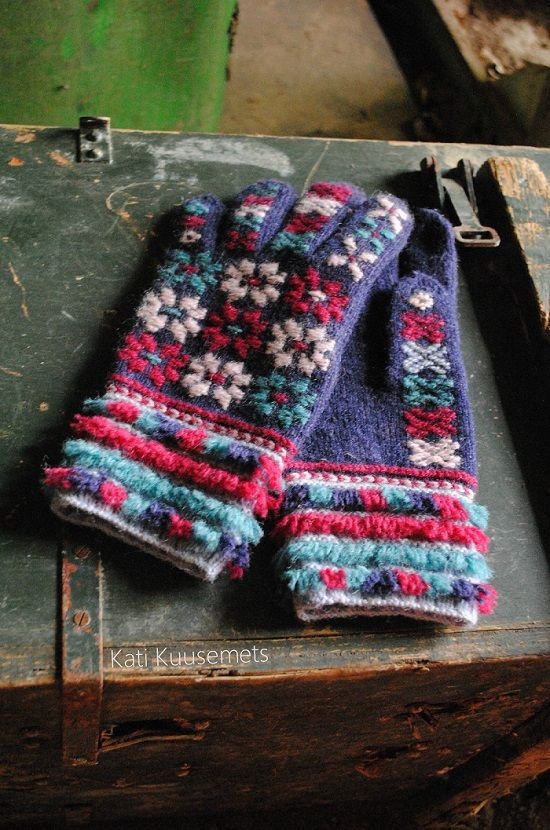Estonian gloves knitted by Kati Kuusemets. Inspired by 140-year-old gloves from Tarvastu parish. Finely knitted nordic wool gloves.