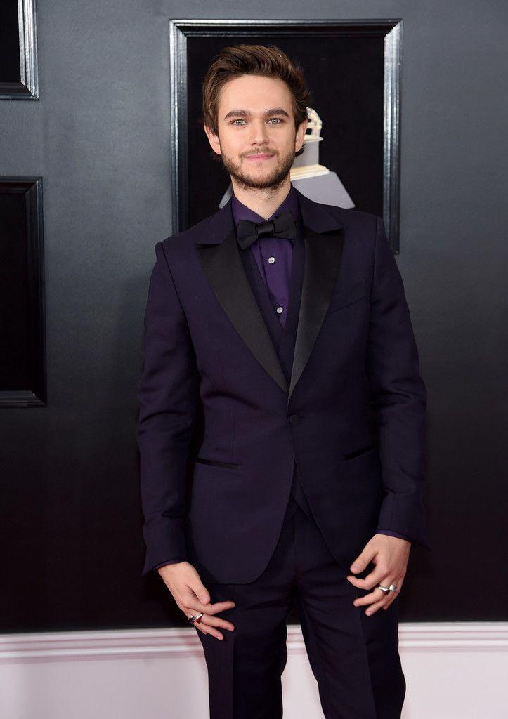 Zedd viste de ultravioleta el color del año para la alfombra roja de los premios Grammy