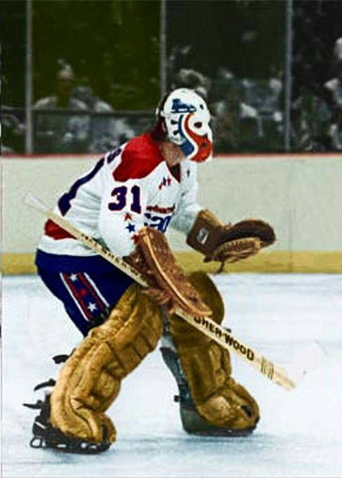 Gary Inness during the 78-79 season still sporting his WHA Racers mask…