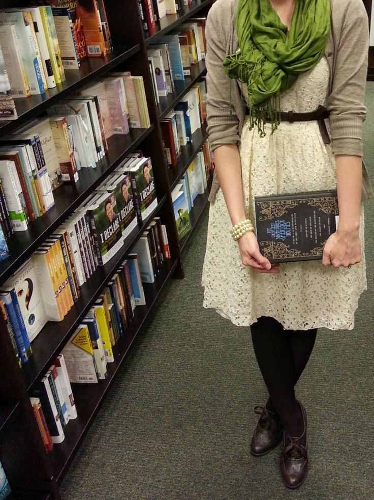 lace + books = perfection