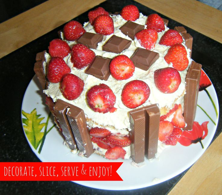 My twist on the classic sponge cake - http://dolly-dowsie.blogspot.ie/2013/08/classic-sponge-cake-with-twist.html <3