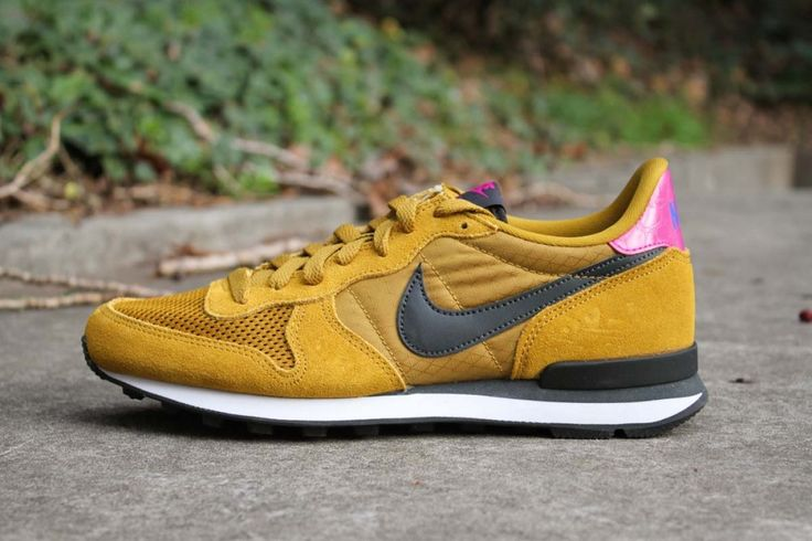 NIKE INTERNATIONALIST BRONZINE