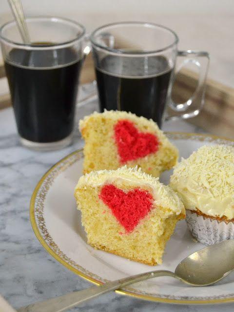 Magdalenas de chocolate blanco con corazón. Receta de San Valentín | Cuuking! Recetas de cocina