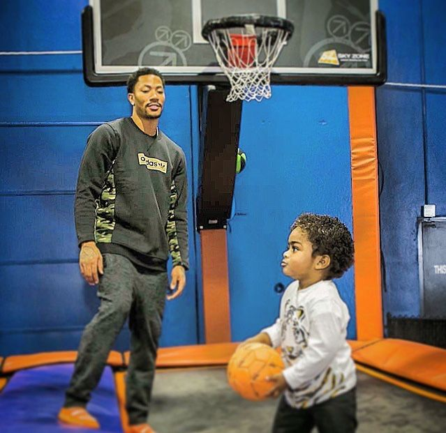 Derrick Rose playing basketball with his son PJ | Chicago ...