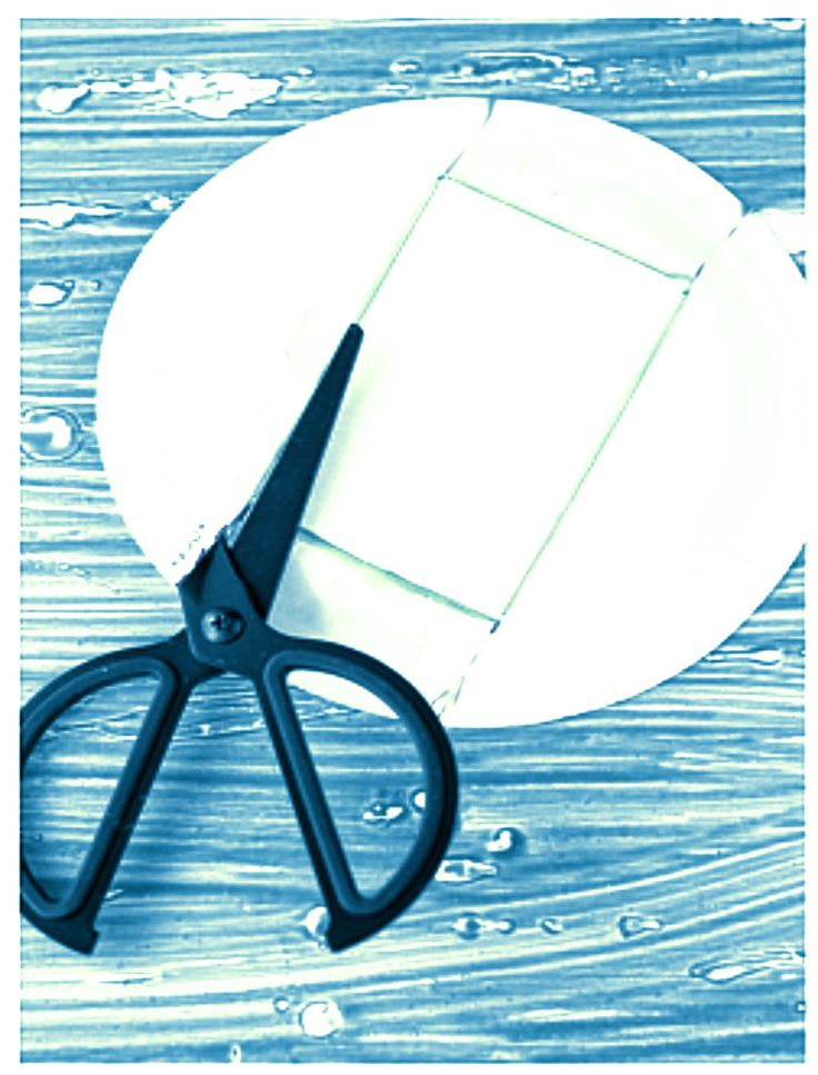 Κόβει+ένα+χάρτινο+πιάτο+και+το+μετατρέπει+σε+κάτι+άκρως+πασχαλινό!