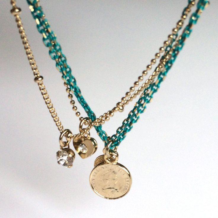 """18€ - Bracelet multi chaînes """"Chaînes médailles"""" turquoise et or. Look sympa. Très joli sur une peau bronzée.  Dispo sur www.poppysquare.com"""