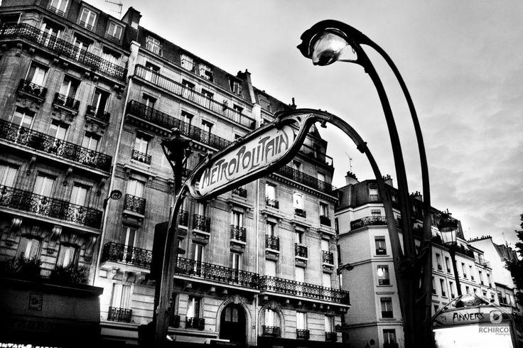 In the streets of Paris, mémoire du paris. #Paris #France #Street Photography #Architecture #Metro #BlackandWhite #metropolitain #streetsigns