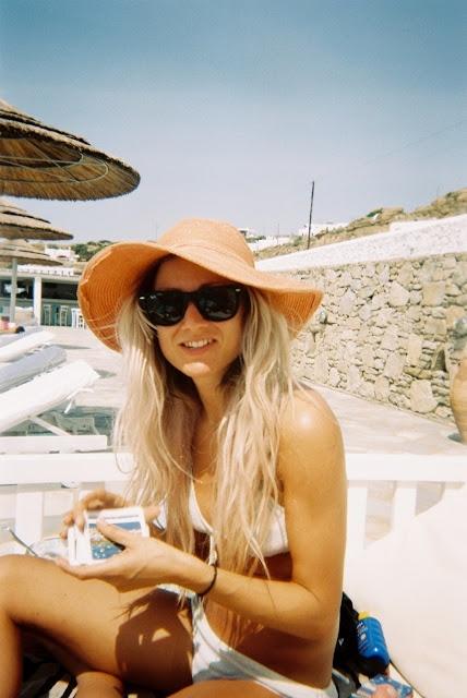 Sunhat and long blonde hair <3
