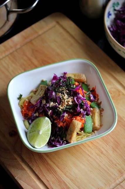 Kitchen Grrrls. Vegan food blog with lots of beautiful photos and delicious recipes.: Colourful, Peanutty Tofu and Veggie Bowl with Glas...