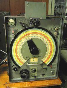 """В 1939 году немецкими ВВС была инициирована амбициозная программа """"Reichsluftfahrtministerium"""" (RLM), планировавшая разработку пяти типов внешне подобных приемников, охватывающих весь спектр частот от длинных волн 40 кГц до УКВ 150 МГц"""