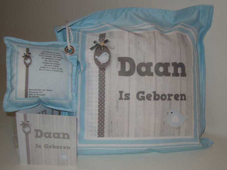 Uniek kraamkado. Geboortekussen met knuffelkussen voor een persoonlijke tekst en foto van de baby. Ontwerp en uitvoering De Textiel Fabriek SDD.